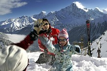 children snow ball fight